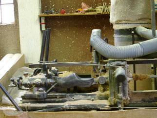 La fabrication de sabot en bois avec une machine