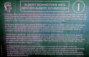 Gedenkweg Albert Schweitzer: Erste Tafel mit Erläuterungen.