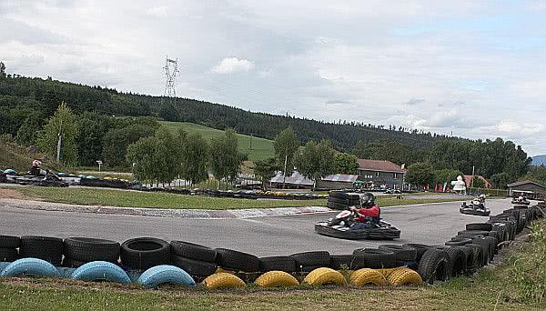 A Go-Kart before taking a curve. Manacha Kart.