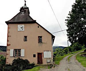 Silberminen-Rundweg: Ansicht des Uhrenturms auf dem Rückweg.