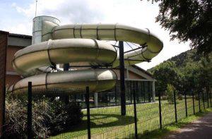 Wasserrutsche am Hallenbad in Kaysersberg.