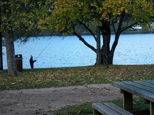 Un pecheur au lac de Gerardmer